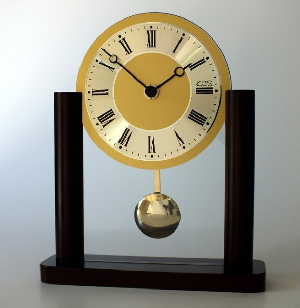 """Analoge Tischuhr Standuhr """"Mâcon"""" Uhr mit Pendel, Standuhr, Küche, Wohnzimmer, Diele/Flur, 23x19 cm, in Nussbaum"""