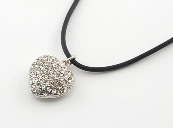 Kette mit HerzAnhänger und Strass Diamanten