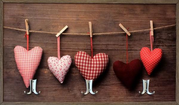 """Garderobe """"Fluffy Heart"""", Hakenleiste, Garderobenleiste, Kleiderhaken, rot, 25x63x5 cm"""